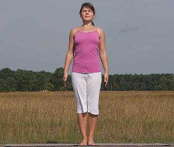 Yoga-Übung Tadasana-Berg