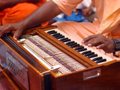 Harmonium-Yoga-Chant