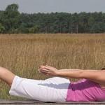 Yoga-Uebung-Heuschrecke-Salabhasana
