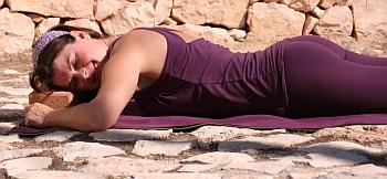 ausruhen auf dem Yoga-Klotz