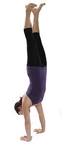 Yoga-Übung Handstand - Adho Mukha Vrksasana