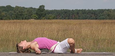 Yoga-Übung-Supta Baddha-Konasana-Winkelhaltung