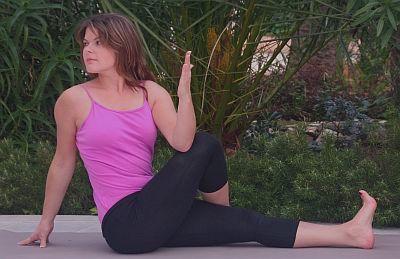 Yoga Übung Ardha Matsyendrasana - der Drehsitz