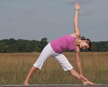Yoga Übung Trikonasana - das Dreieck, Variation