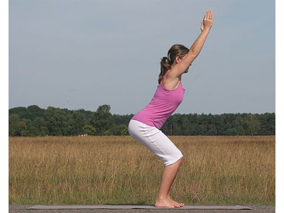 Yoga-Uebung-Stuhlstellung-Utkatasana