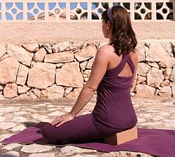 Schneidersitz-Klotz-Yoga