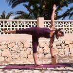 Yoga-Übung der Halbmond, Ardha Chandrasana